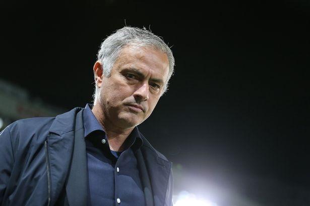Jose Mourinho duoc moi binh luan Asian Cup 2019 hinh anh