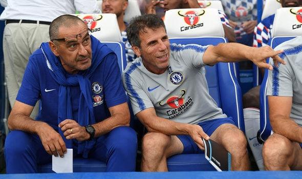Bao Italy: Gianfranco Zola the cho HLV Sarri tai Chelsea hinh anh 1
