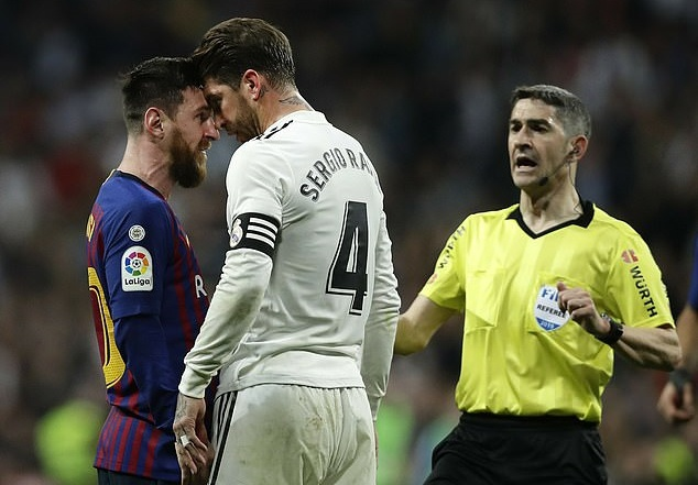 Nhin Messi bi chay mau mieng, Pique to Ramos da bao luc hinh anh 2