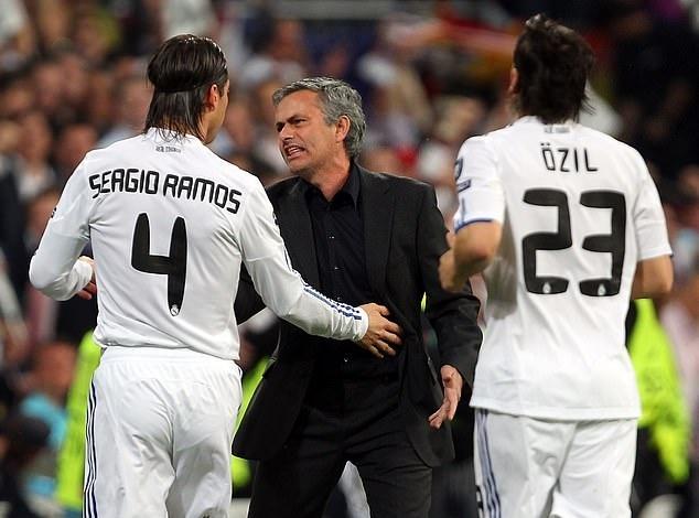 Chua toi Real, Mourinho som bi cau thu tay chay hinh anh 1