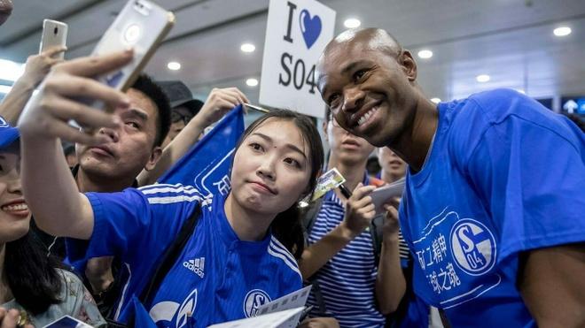 Schalke 04 khon kho doi no CLB Trung Quoc hinh anh 2