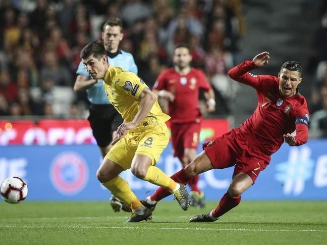 Thu mon Ukraine bat 'nhu len dong' khien Ronaldo tat tieng hinh anh 2