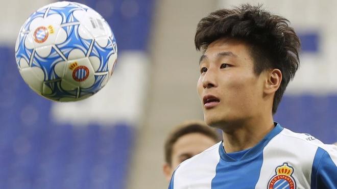 Wu Lei va tran derby voi Messi tao con sot o Trung Quoc hinh anh 3