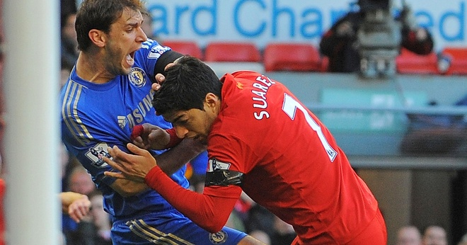 Khoanh khac con trai Suarez can vai bo gay sot mang xa hoi hinh anh 2
