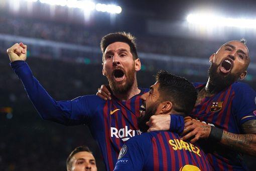 'Hay trao Qua bong vang cho Lionel Messi' hinh anh 1