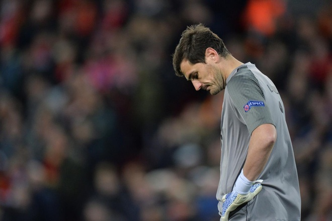 Chua xot cho so phan Iker Casillas hinh anh 1