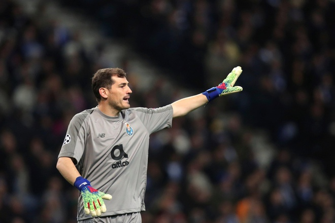 Chua xot cho so phan Iker Casillas hinh anh 3