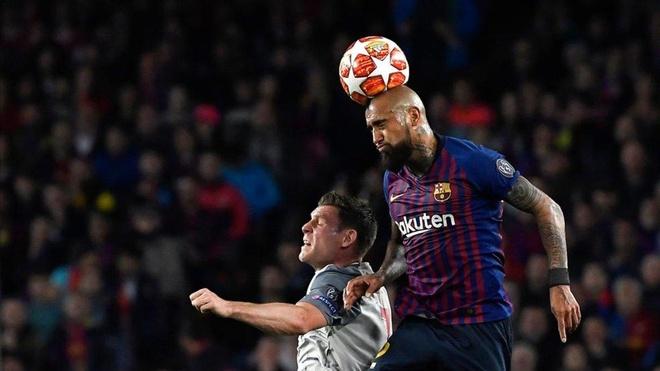 Arturo Vidal va su menh ke phan anh hung o Barca hinh anh 1