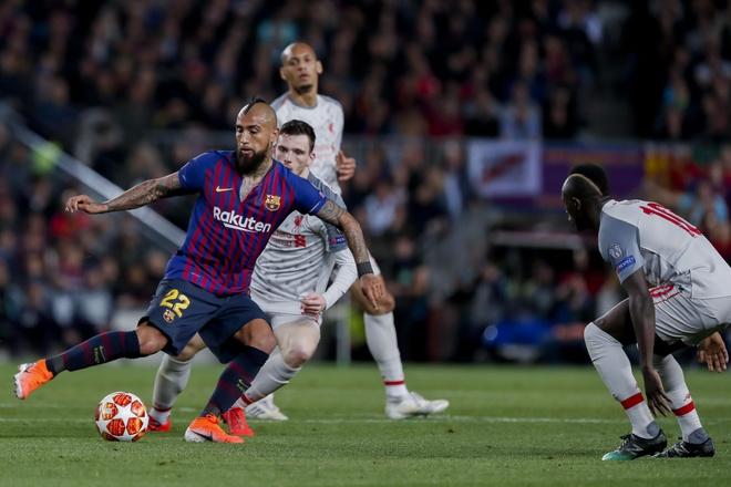 Arturo Vidal va su menh ke phan anh hung o Barca hinh anh 3