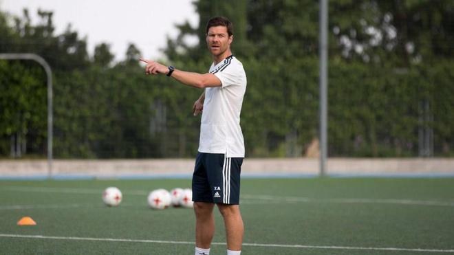 HLV Bayern Munich se nang cup vo dich voi doi tay 'run ray'? hinh anh 3