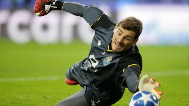 Iker Casillas sau cung da chiu 'thua' Buffon hinh anh 2