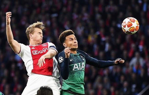 Thu quan Ajax doi muc luong khong lo o Barca hinh anh 1