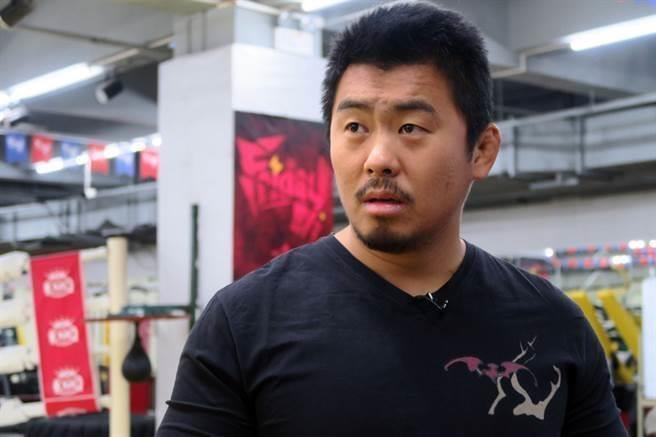 Tu Hieu Dong gap rac roi lon khi dung tuong dai vo thuat Trung Hoa hinh anh 1