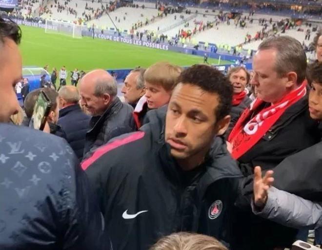 Rac roi tiep tuc bua vay Neymar hinh anh 1