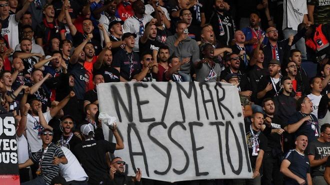 Neymar bi fan chui 'do con hoang' trong ngay PSG dai thang hinh anh 1