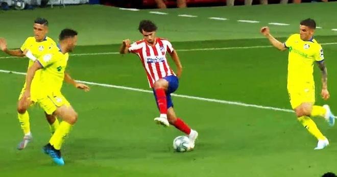 Ngôi sao Atletico tái hiện pha đi bóng kinh điển của Messi