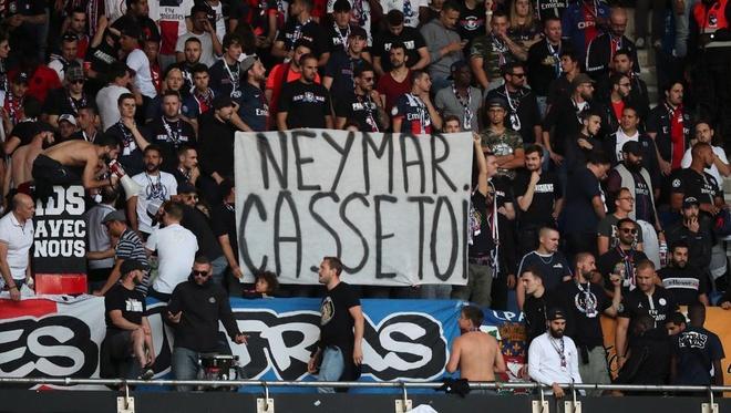 Neymar làm HLV Tuchel và Ban lãnh đạo PSG chia rẽ