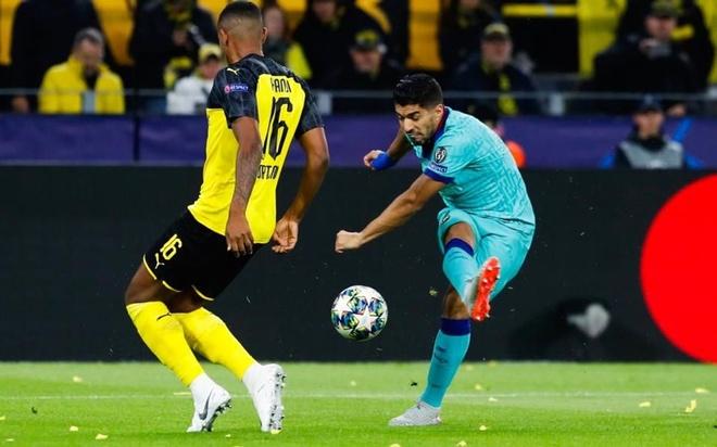Tu nhan la so 9 gioi nhat, Suarez tro thanh tro lo bich hinh anh 1