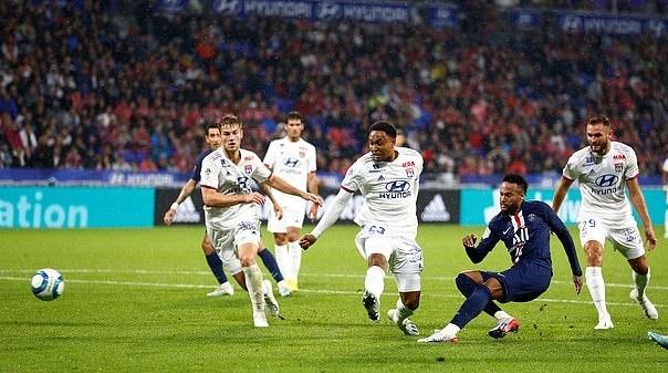 Bi CDV Lyon thoa ma, Neymar van co loi dap tra danh thep hinh anh 1