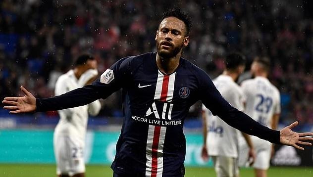 Neymar nhan con mua rac tu CDV Lyon hinh anh 1