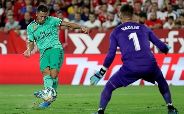 Benzema ruc sang dua Real Madrid len top dau La Liga hinh anh 5