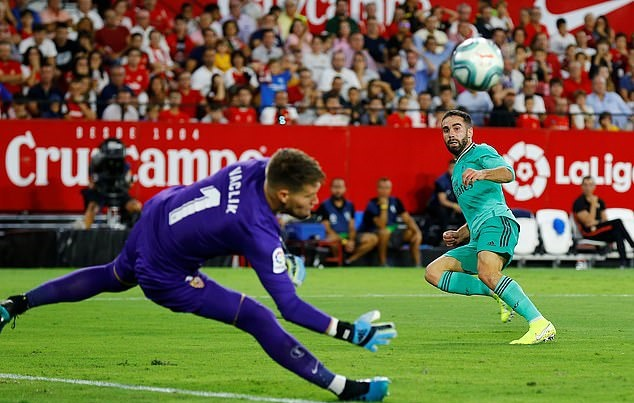 Benzema ruc sang dua Real Madrid len top dau La Liga hinh anh 6