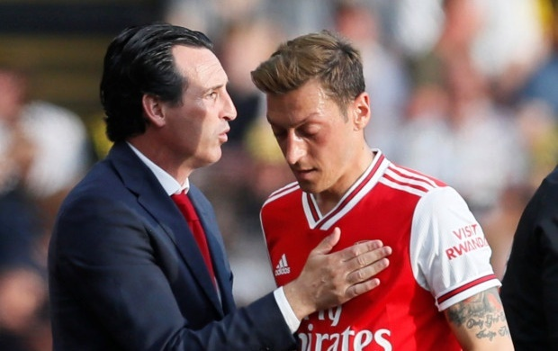 Oezil co dam an xoi o Arsenal hinh anh 1