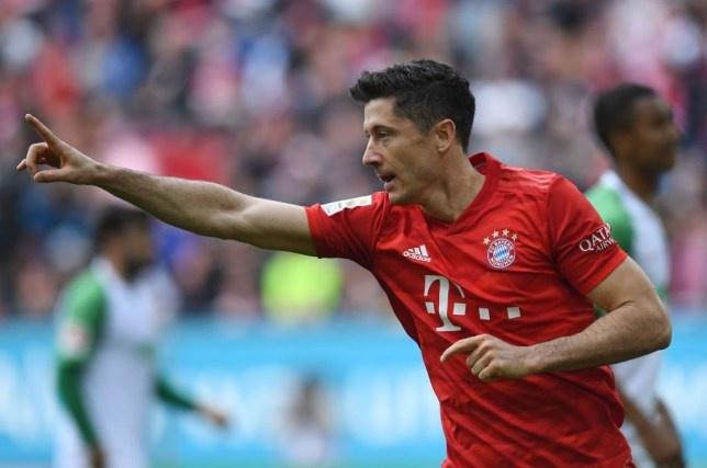 Lewandowski thang hoa, Bayern van mat diem phut chot hinh anh 1