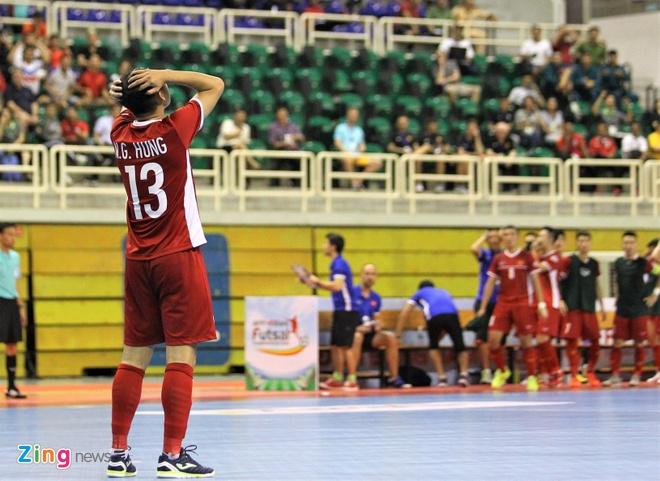 Phung phi co hoi, tuyen futsal Viet Nam hoa Indonesia hinh anh 1