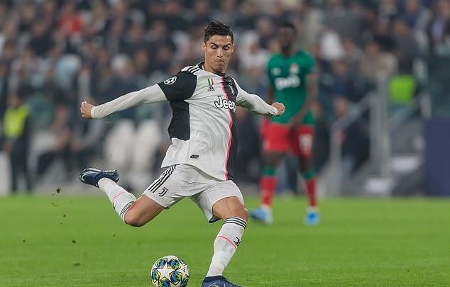 Sut phat kem, Ronaldo van nhan dac quyen o Juventus hinh anh 1