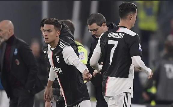 HLV Sarri: 'Ronaldo khong tuc gian moi la dieu dang lo' hinh anh 1