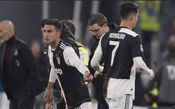 8Live đưa tin Ronaldo chửi thề sau khi bị HLV Sarri thay ra