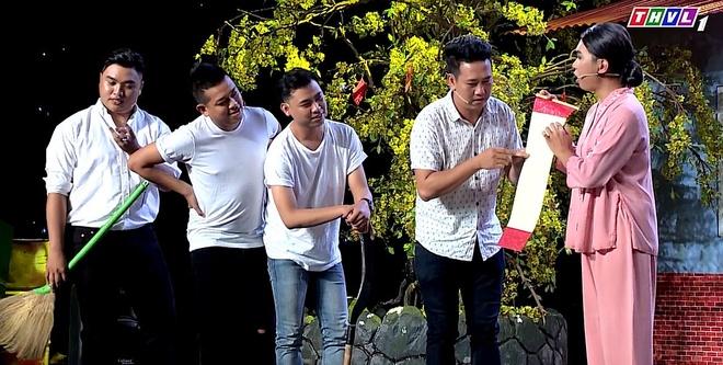 Cuoi Xuyen Viet: Le Nam bo tay voi cau do cua Minh Du hinh anh