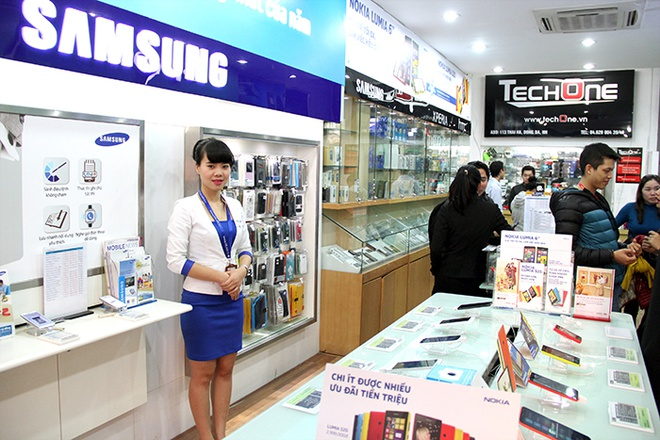 TechOne tang iPhone 5S, OPPO Find nhan dip khai truong hinh anh