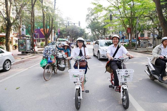 Chiếc xe Zinger Extra của HKbike đi được quãng đường tới 80km chỉ trong một lần sạc, xác lập kỷ lục Việt Nam cho xe điện dùng pin Lithium đi được quãng đường xa nhất.