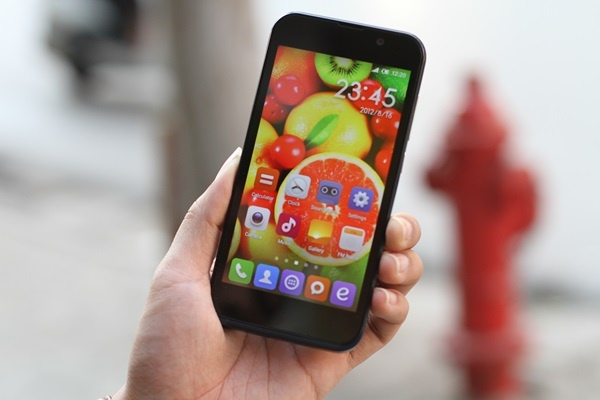 Smartphone ly tuong cho mua du lich hinh anh