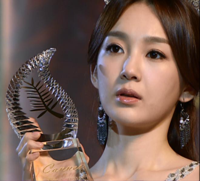 Kang Min Kyung - my nhan da tai va chuyen ve nhung nguoi me hinh anh