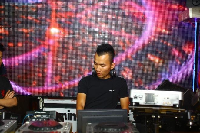 Chuyen tinh yeu cua nam DJ so 1 Viet Nam hinh anh