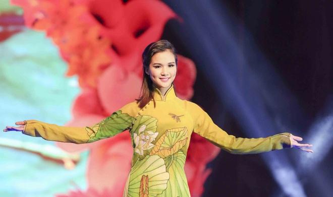 Ngoc Oanh duyen dang voi ao dai Si Hoang hinh anh