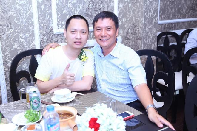 Nhạc sĩ Nguyễn Hải Phong cùng một người bạn.