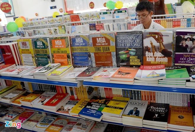 Giam gia hon 10.000 cuon sach cho ban doc o Sai Gon hinh anh 11 Các sản phẩm văn phòng phẩm và quà lưu niệm cũng giảm giá từ 40 đến 80%.