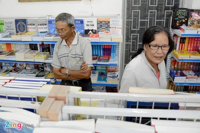 Giam gia hon 10.000 cuon sach cho ban doc o Sai Gon hinh anh 13 Các bạn đọc yêu thích sách eBook sẽ được sử dụng gói thuê bao không giới hạn – đọc trọn kho eBook với 50 ngàn đồng/30 ngày, 80 ngàn đồng/60 ngày và 100 ngàn đồng/90 ngày. Những độc giả mua sách điện tử sẽ được tặng phiếu mua sách điện tử giảm 10%.