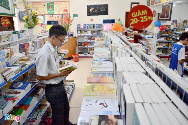 Giam gia hon 10.000 cuon sach cho ban doc o Sai Gon hinh anh 14 Đây cũng là một trong những hoạt động kỷ niệm 37 năm thành lập Nhà xuất bản Tổng hợp TP.HCM.