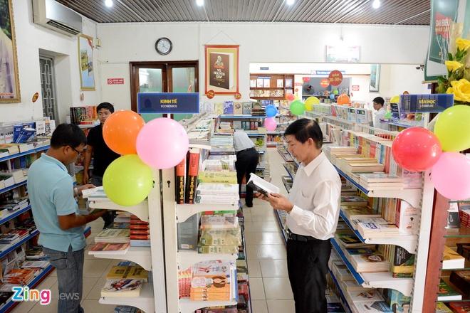 Giam gia hon 10.000 cuon sach cho ban doc o Sai Gon hinh anh 1 Tuần lễ sách hay lần thứ 8 diễn ra từ ngày 25/10 đến 2/11, tại hai địa điểm: 62 Nguyễn Thị Minh Khai, quận 1 và 86-88 Nguyễn Tất Thành, quận 4.