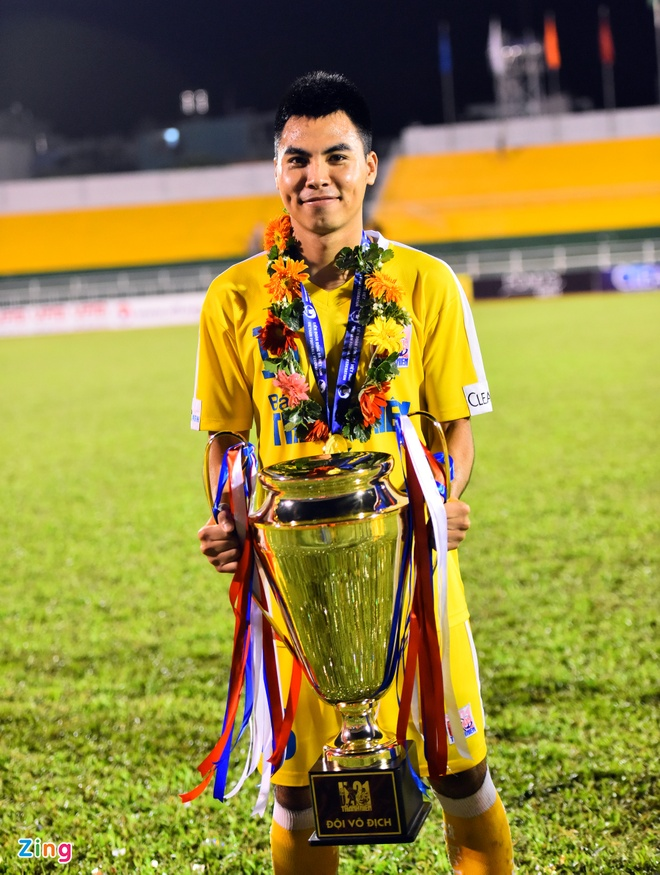 Duy Manh hon cup vang vo dich giai U21 Quoc gia hinh anh 5
