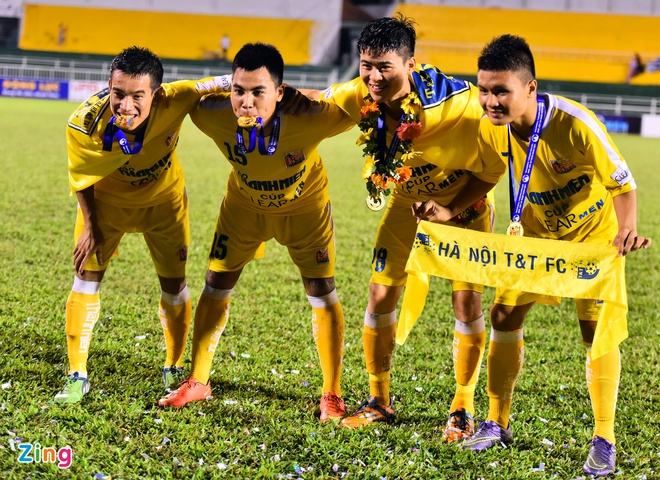 Duy Manh hon cup vang vo dich giai U21 Quoc gia hinh anh 6