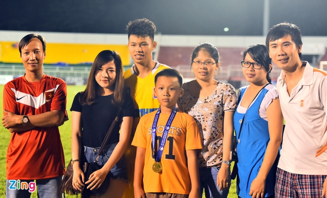 Duy Manh hon cup vang vo dich giai U21 Quoc gia hinh anh 8