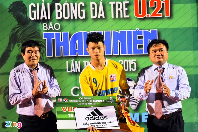 Duy Manh hon cup vang vo dich giai U21 Quoc gia hinh anh 7