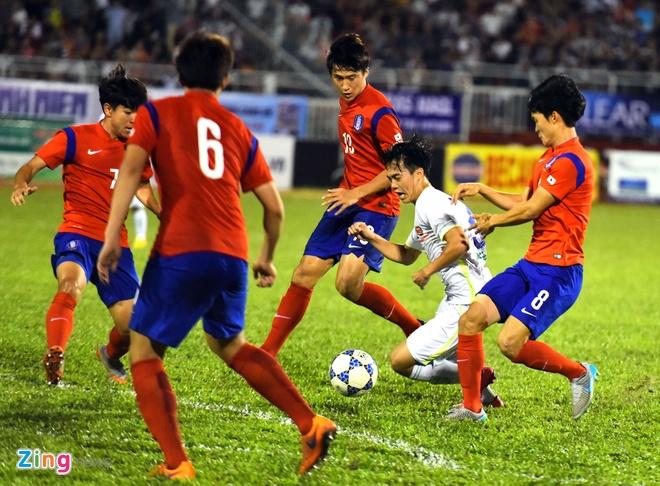 Cong Phuong va dong doi be tac trong vong vay U19 Han Quoc hinh anh 12