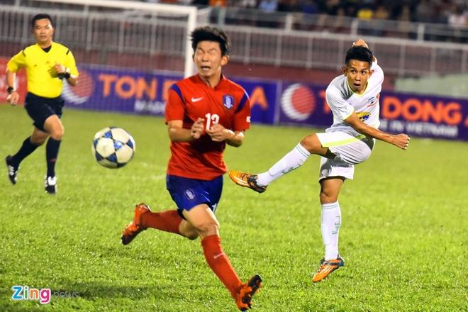 Cong Phuong va dong doi be tac trong vong vay U19 Han Quoc hinh anh 9